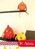 Poulets effrontés avec bandes de plâtre