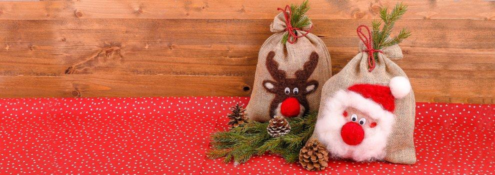 Feutrage sur sacs en jute - Père Noël et Rudolph
