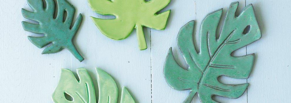 Bladeren gemaakt van keramiek