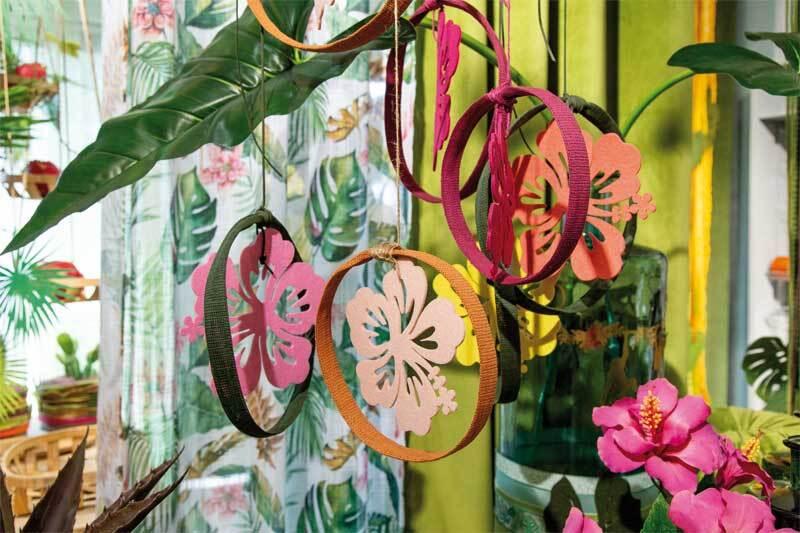 Vilten decoratiedelen - hibiscus, koraal