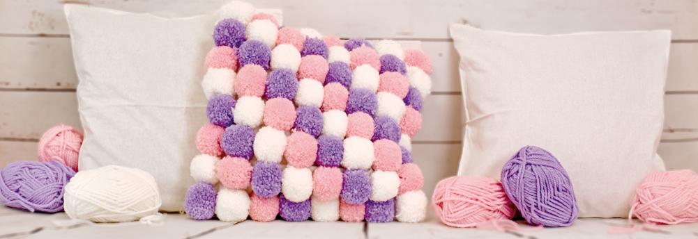 flauschiges Pompon Kissen