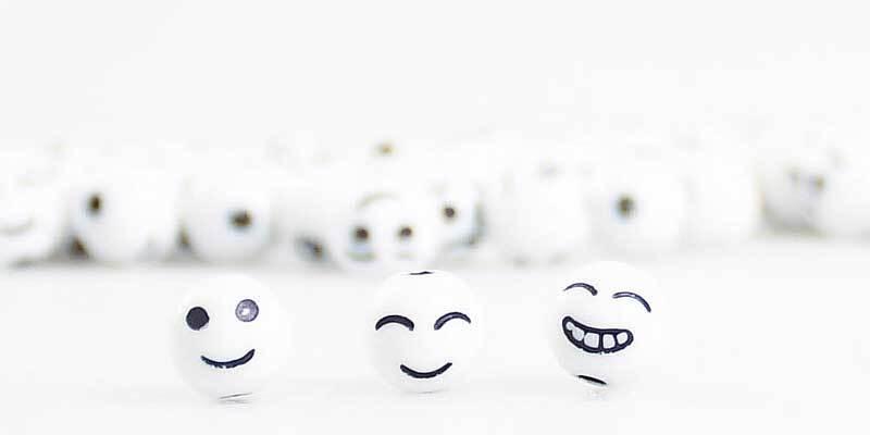 Kunststoffperlen Smiley - rund, 60 g